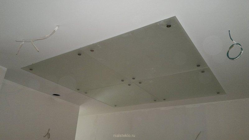 Подвесной стеклянный потолок