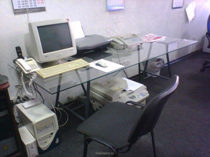 Стеклянный офисный стол