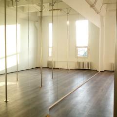 mirror to dance school