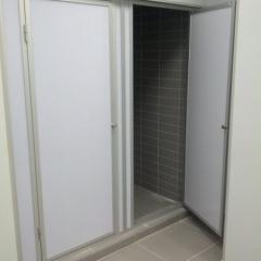 Душевая перегородка с дверьми